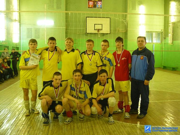 Волейбольная юношеская команда с. Новое Село, тренер-преподаватель А.Н.Бобин